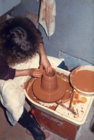 atelier de poterie avec technique du tour et du gr s cuit au four rocles en loz re 48 marie. Black Bedroom Furniture Sets. Home Design Ideas